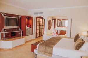 Colonial Junior Suite Ocean Front (Outdoor Jacuzzi) - Hotel Majestic Colonial Punta Cana